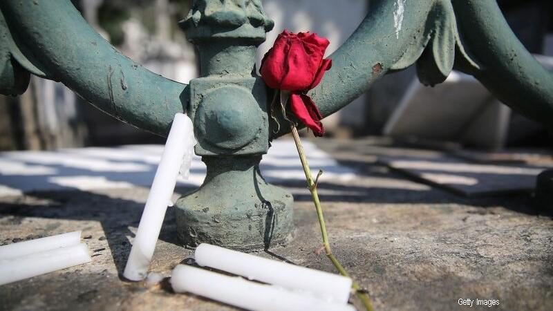 A fost batut si ingropat de viu intr-un cimitir din Brazilia. Minunea prin care autoritatile l-au salvat