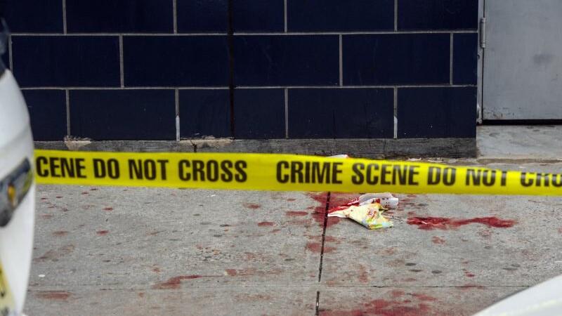 Imagini socante la Londra. Un barbat a fost injunghiat in cap in fata a zeci de familii