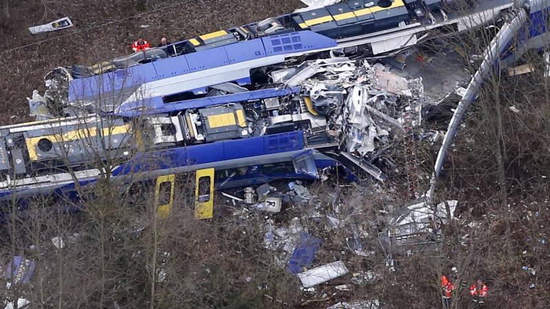 Bilantul dupa accidentul feroviar din Germania: 10 morti si 81 de raniti. Imaginile surprinse de un calator dupa coliziune