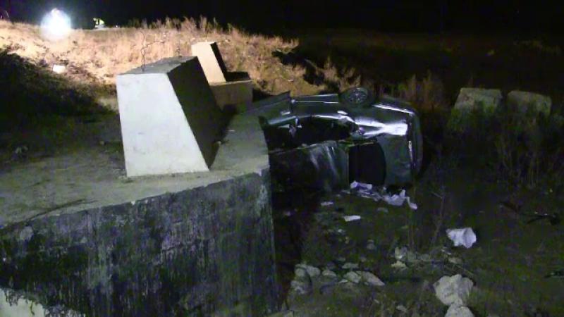 Accident grav, cu un mort si 3 raniti, la intrare in Suceava. Soferul a pierdut controlul dupa ce s-a speriat de alta masina