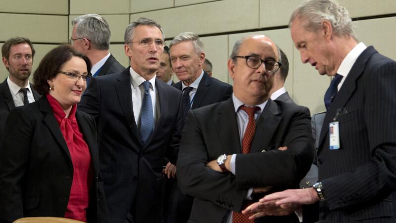 NATO se implica in criza refugiatilor. Trimite de urgenta un grup de nave in Marea Egee