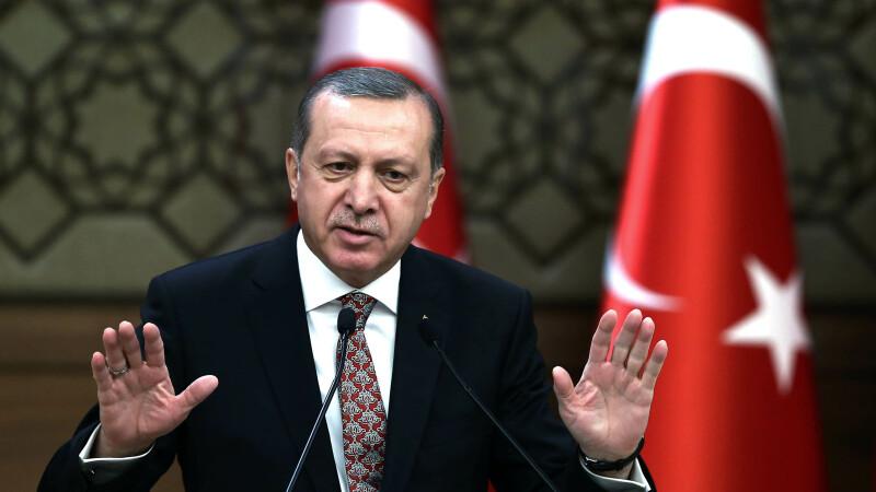Edrogan, aproape sa puna mana pe cel mai important ziar de opozitie din Turcia. Soarta care-i asteapta pe jurnalistii Zaman