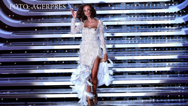 Madalina Ghenea a facut senzatie cu decolteul ei la San Remo. Romanca a purtat o rochie cu mii de perle si cristale