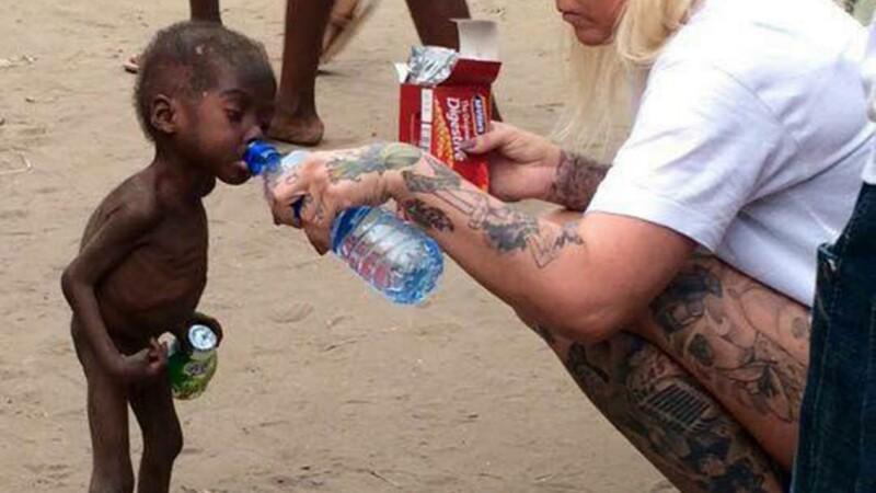 Imaginea cutremuratoare surprinsa intr-un sat din Nigeria. Motivul pentru care acest baietel de 2 ani a fost alungat de acasa