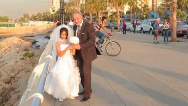 Au crezut ca aceasta fetita de 12 ani se marita cu un barbat ce i-ar fi putut fi bunic. Ce au aflat, insa, trecatorii socati