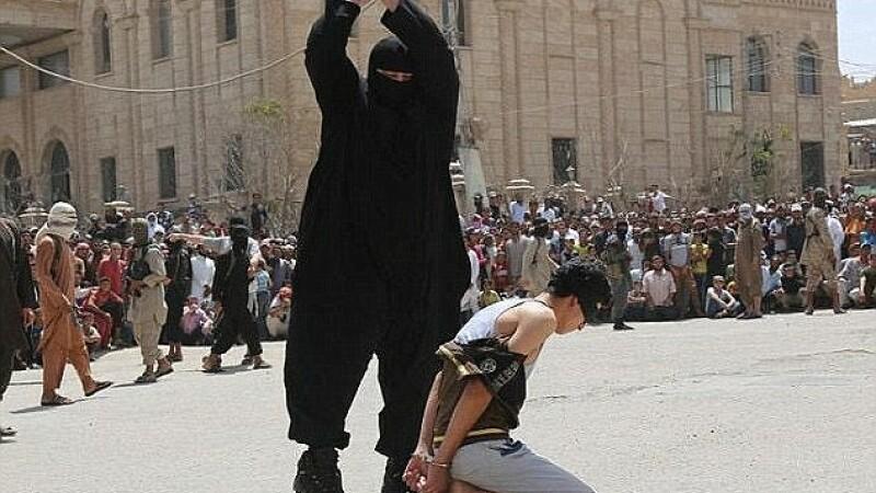 Membrii ISIS au executat un adolescent de 15 ani in Mosul pentru ca a fost prins ascultand