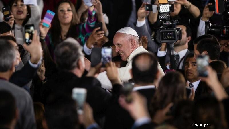 Papa Francisc a sugerat ca metodele contraceptive pot fi tolerate in cazul virusului Zika. Ce spune despre Donald Trump
