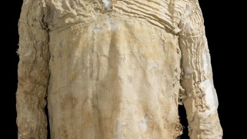 Cum arata cea mai veche rochie din lume: dateaza de 5000 de ani si a fost descoperita intr-un mormant din Egipt