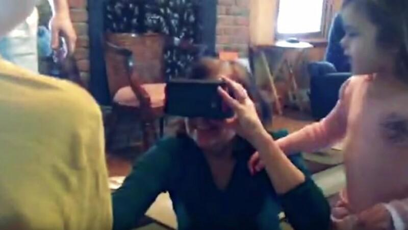 Reactia acestei femei oarbe cand isi vede nepotii pentru prima data. Momentul emotionant a fost filmat. VIDEO