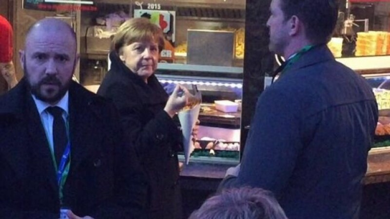 Angela Merkel, surprinsa de un jurnalist la un fast-food din Bruxelles. Comanda facuta de cancelarul german. VIDEO