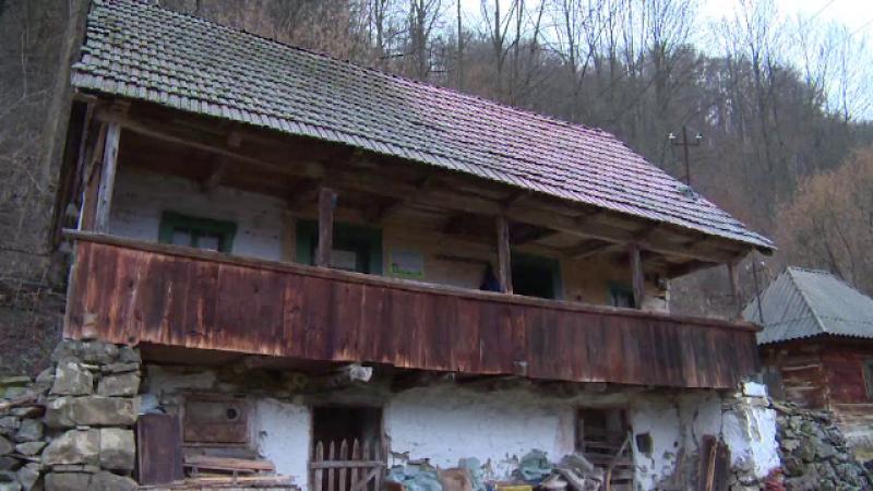 Au salvat o casa traditionala din Apuseni pe care o pun gratuit la dispozitia turistilor.