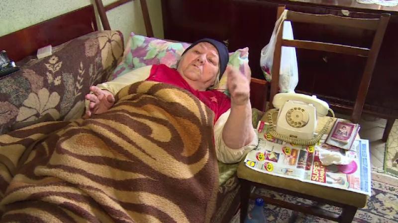 O pensionara din Dambovita a ramas fara banii de inmormntare, dupa ce a fost jefuita de 2 femei. Pretextul folosit de hoate