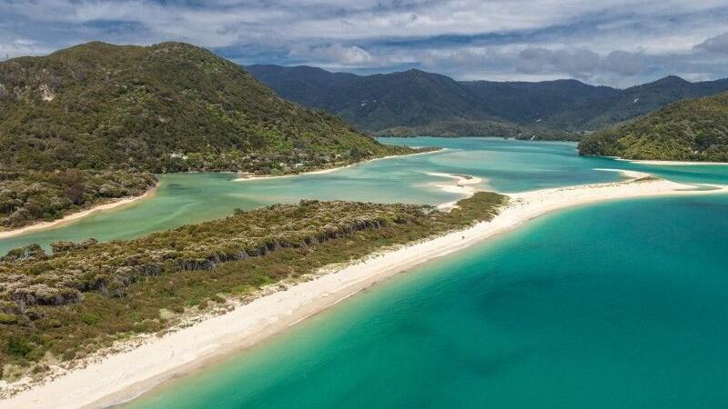 O plaja paradisiaca din Noua Zeelanda, salvata printr-o campanie de strangere de fonduri. Ce se putea intampla cu ea