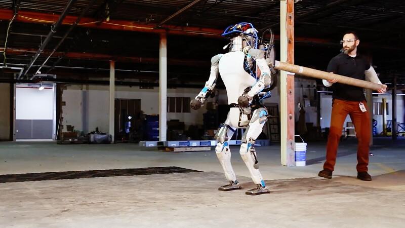 iLikeIT. Viralul saptamanii: ce trucuri a mai invatat robotul Atlas al celor de la Google