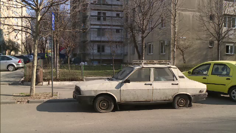 Mii de masini vechi abandonate in Bucuresti, in ciuda crizei de locuri de parcare. Ce risca proprietarii lor
