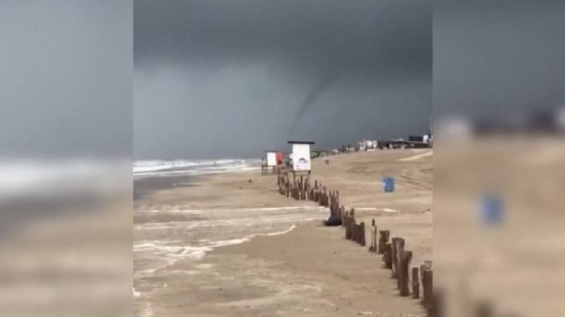 Fenomen spectaculos filmat in Argentina: o tromba marina a maturat plajele
