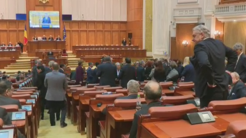 Parlamentarii PSD si ALDE au iesit din sala in timpul discursului presedintelui in Parlament. Reactia lui Klaus Iohannis