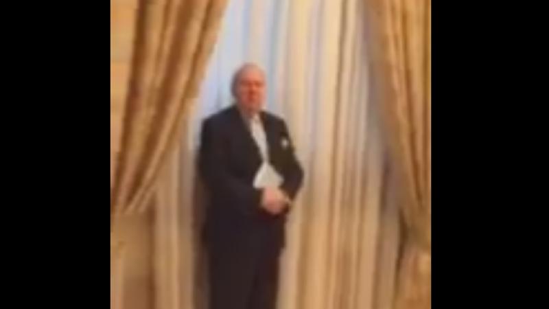 Ce faceau parlamentarii PSD si ALDE dupa ce au iesit din plen. Deputat USR bruscat in timp ce ii filma pe holuri. VIDEO