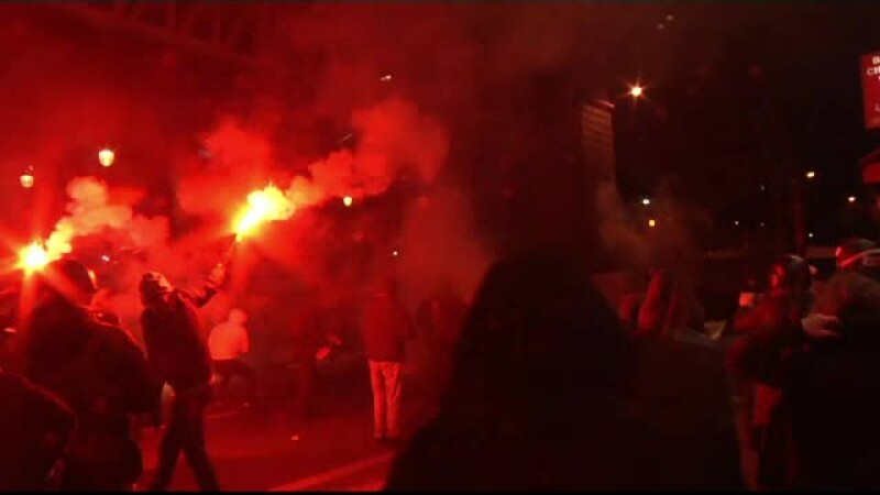 Proteste violente la Paris. Aproximativ 500 de oameni s-au revoltat dupa ce un barbat de culoare a fost violat in arest