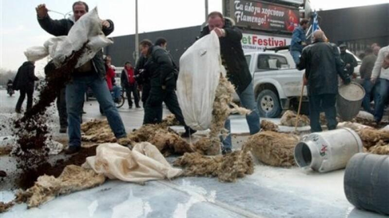 Fermierii greci au blocat frontiera cu Bulgaria! Vor subventiile promise!