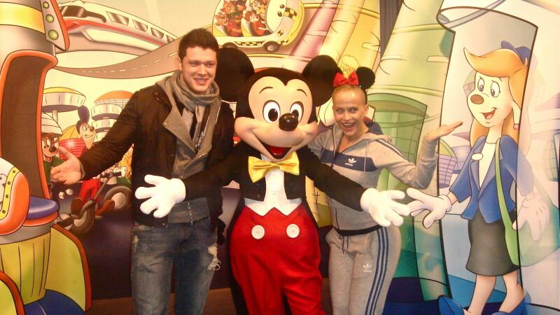 Anda Adam si Victor Slav au mers acasa la Mickey Mouse