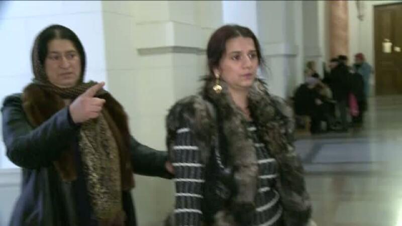 Vrajitoarele Vanessa si Melissa, condamnate definitiv la inchisoare cu suspendare. Cati bani va primi Oana Zavoranu de la ele