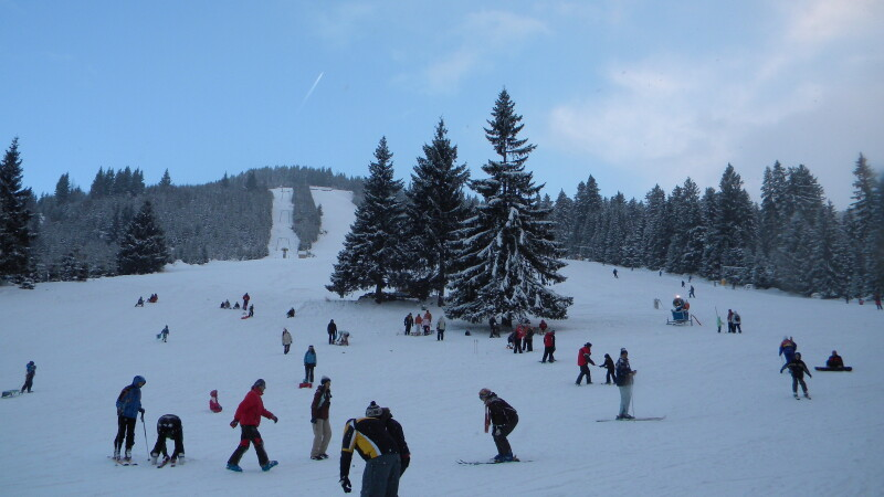 Prieteni vechi si noi, asteptati sa se bucure de munte la un concurs de schi organizat la Rausor