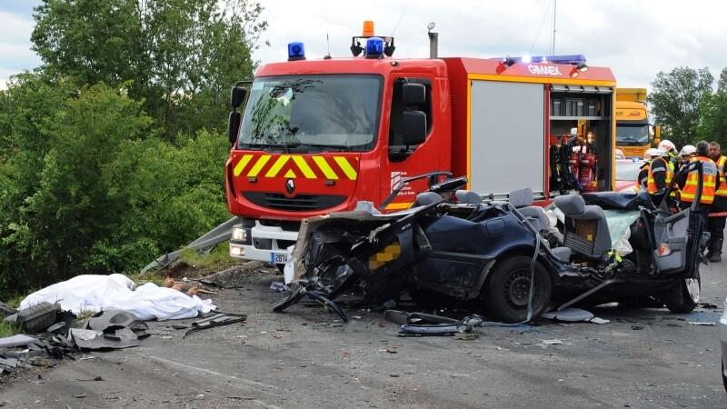 Un sofer care filma viteza cu care circula a murit si a omorat doua persoane, in Franta