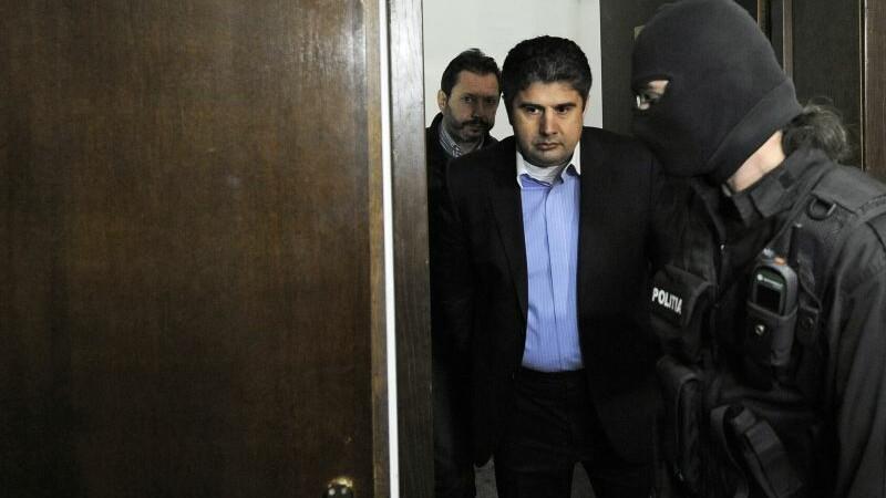 Primarii Adrian Mladin si Apostol Musat, eliberati din arest de catre instanta suprema