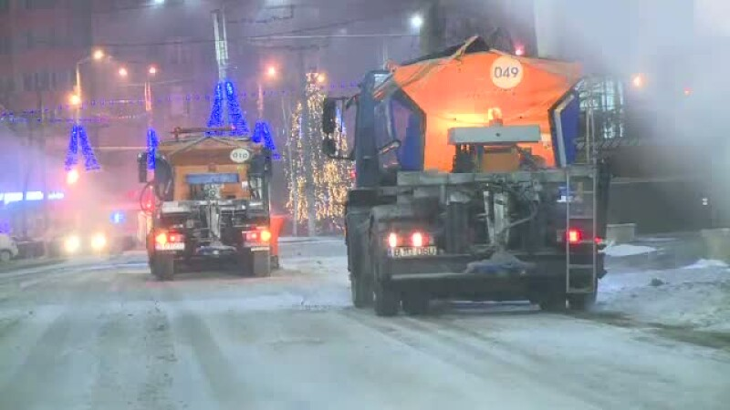 Ninsorile au creat probleme pe drumurile din Romania. Numerele de telefon la care puteti anunta eventualele probleme