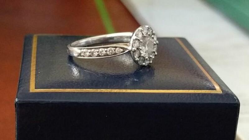 Un barbat misterios a anuntat pe Reddit ca doneaza inelul de logodna dupa despartirea de iubita lui. Ce raspunsuri a primit