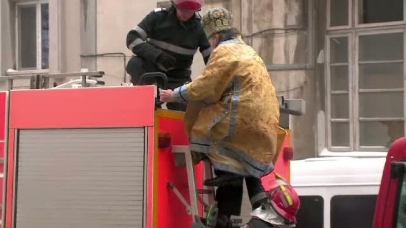 Pregatiri pentru Boboteaza. Arhiepiscopul Tomisului s-a catarat pe masinile de pompieri ca sa sfinteasca 60.000 litri de apa
