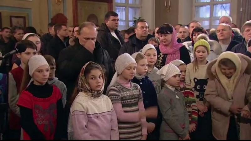 Vladimir Putin a venit singur la slujba de Craciun. De ce a ales liderul rus o biserica aflata la 150km de Moscova