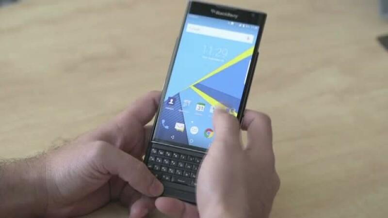 BlackBerry a prezentat la CES 2016 telefonul cu care vrea sa revina in centrul atentiei. Are tastatura fizica si 3GB RAM