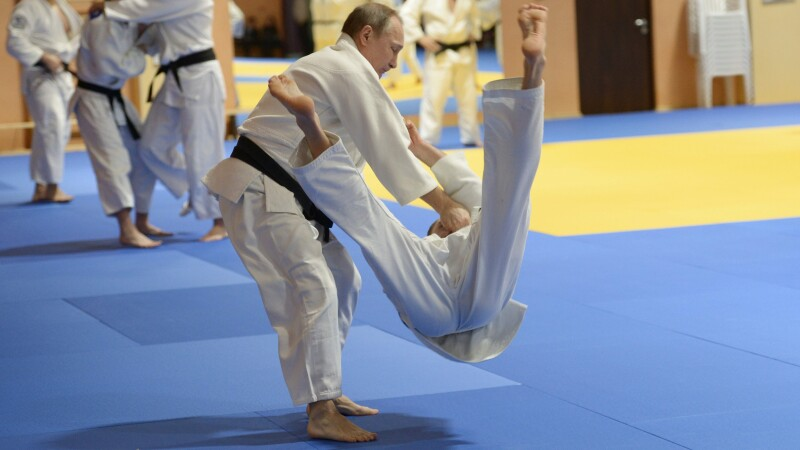 Vladimir Putin a dat de pamant cu tot lotul Federatiei Ruse de judo. Cine a fost cel mai puternic adversar al sau. VIDEO