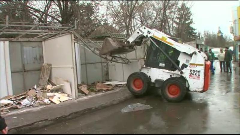 Scandal in Piata Sudului, unde Primaria Sectorului 4 a demolat chioscurile fara autorizatie: