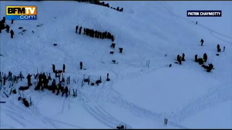 Cel putin 3 morti, dupa ce o avalansa a lovit un grup de elevi care schia in Alpi. Mai multe persoane au fost date disparute