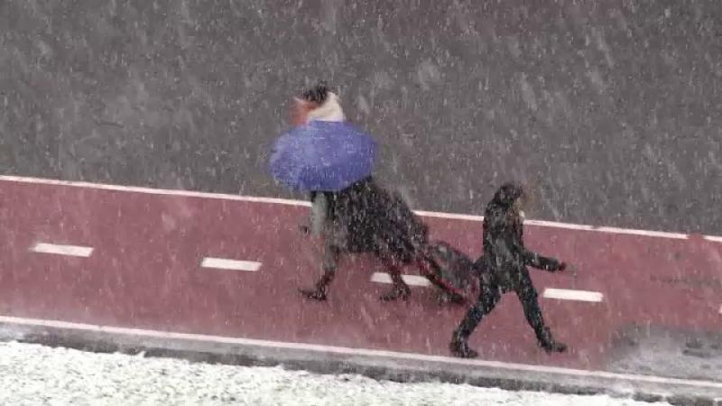 Iarna se intoarce in Romania si vineri va ninge in jumatatea de nord a tarii. Cand va ajunge zapada in sud