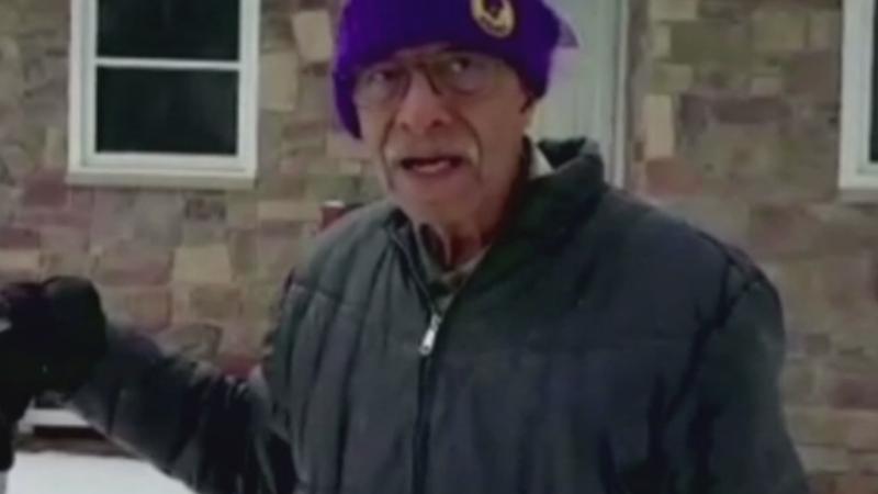Batranul de 101 ani care a devenit vedeta pe internet dupa ce a fost filmat cum curata zapada din fata casei sale