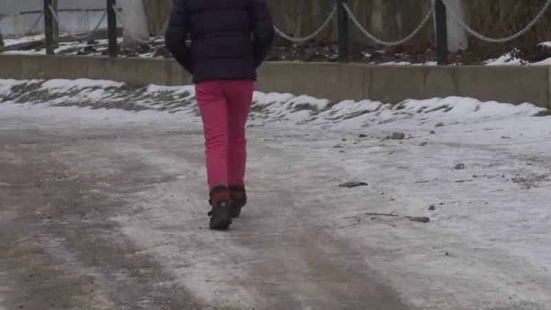 Timp de 2 ani, un barbat din Botosani si-a violat fiica de doar 11 ani. De ce mama copilei a preferat sa ascunda totul