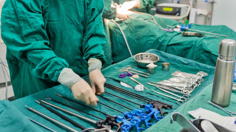 Incident sangeros la spitalul din Ramnicu Valcea. Un chirurg si-a injunghiat un coleg cu bisturiul, chiar in sala de operatii