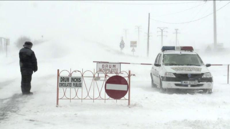 Judetul in care iarna s-a intors cu forte proaspete. Traficul e restrictionat si se circula greu din cauza viscolului