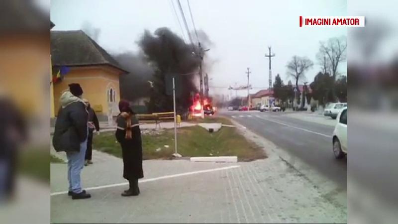 Clipe de cosmar pentru un sofer roman, dupa ce masina i-a luat foc in mers. Ce s-a intamplat cateva momente mai tarziu