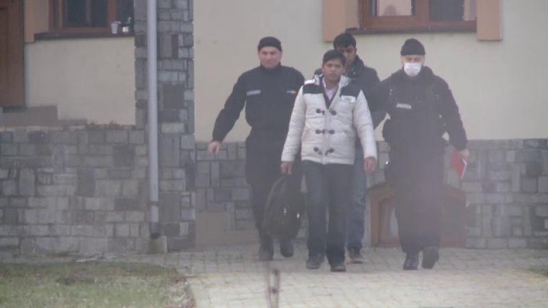 Au intrat ilegal in Romania, dar niciunul nu voia sa ramana aici. Care era scopul celor 60 de migranti prinsi langa Timis