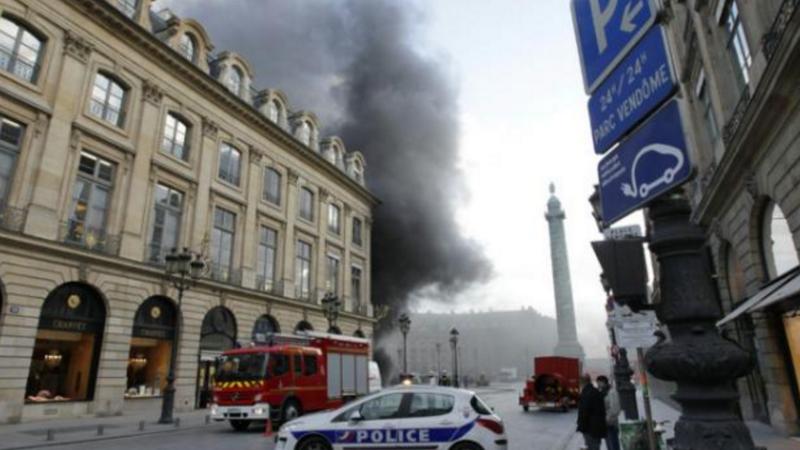 Incendiu urias la ultimul etaj al celebrului hotel Ritz din Paris. Flacarile ameninta sa distruga cladirea istorica