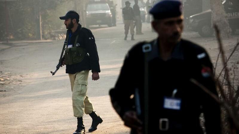 Atac armat la o universitate din Pakistan: cel putin 30 de morti si 60 de raniti. Armata i-a ucis pe teroristi