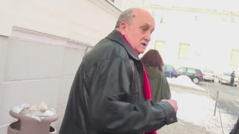 Medicul din Ramnicu Valcea, care si-a atacat un coleg in sala de operatie, ramane in arest la domiciliu