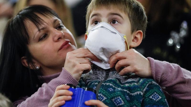 Epidemie de gripa H1N1 la granitele Romaniei. Ministerul Sanatatii suplimenteaza numarul dozelor de vaccin