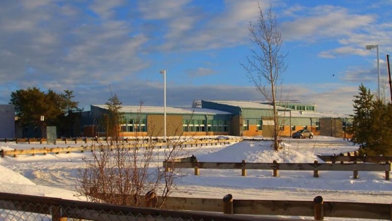 Cel mai grav atac armat din ultimii 26 de ani, in Canada. 5 persoane au murit dupa ce un barbat a deschis focul intr-o scoala