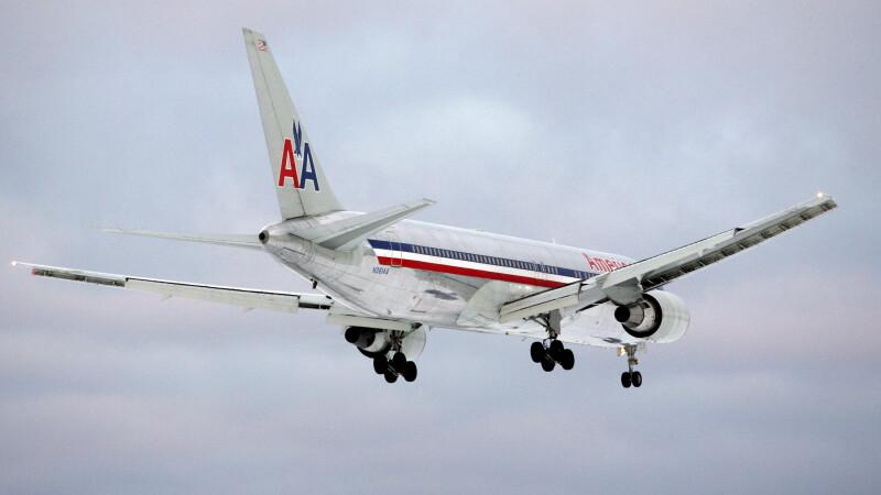 Un Boeing 767, cu peste 200 de persoane la bord, a aterizat de urgenta dupa o zona cu turbulente. 7 pasageri au fost raniti